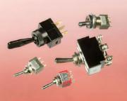 Figure 2-27. Interrupteurs à bascule. Plus l'interrupteur est grand, plus il supporte un courant élevé.