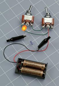 Figure 2-18. Les commutateurs à bascule avec bornes à vis facilitent le raccordement de ce circuit simple.