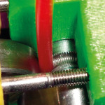 Filament parfaitement inséré dans l'extrudeur d'une RepRap Prusa Mendel. (Source : Nextday RepRap)