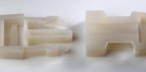 Boucle de ceinture imprimée en 3D en simili- polypropylène. (Source : Objet)