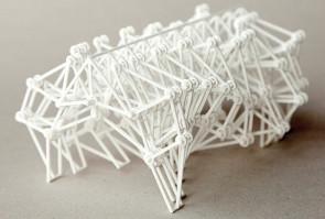 Standbeast, une sculpture mobile articulée, imprimée en 3D d'une seule pièce, de l'artiste Theo Jansen. (Source : Theo Jansen)